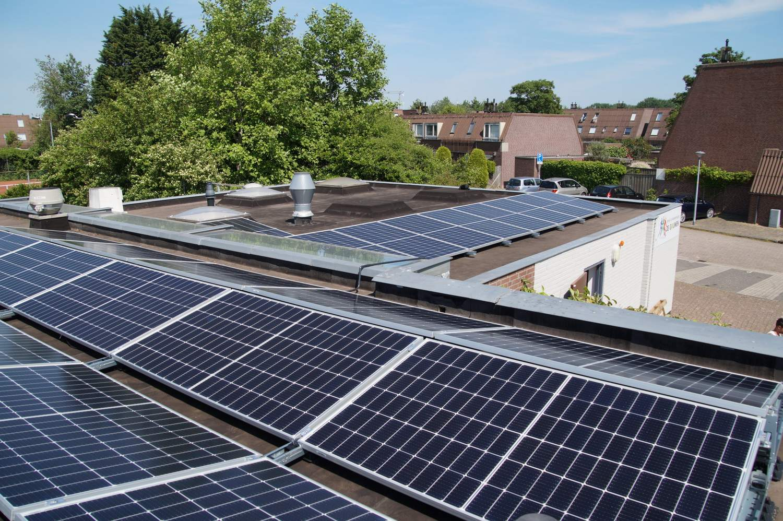 Zonnepanelen Almere de Gouwen - meerdere dakvlakken